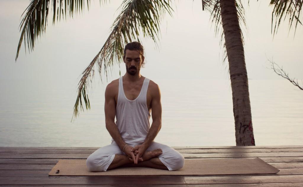 Adrian en méditation photogénique